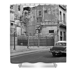Shower Curtain featuring the photograph Cuban Car by Lynn Bolt