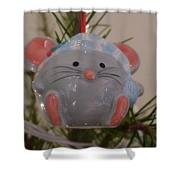 Shower Curtain featuring the photograph Squeaky Xmas by Richard Reeve