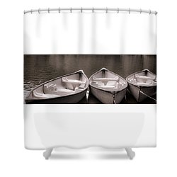 3 Canoes - B/w 1a Shower Curtain