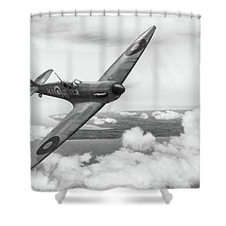 Shower Curtain featuring the photograph Al Deere In Kiwi IIi Bw Version by Gary Eason