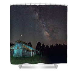 Shower Curtain featuring the photograph Barn In Rocky by Gary Lengyel