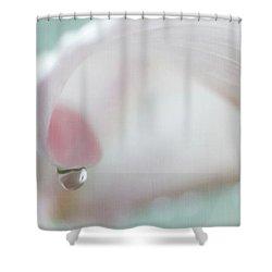 Calla Lily Raindrop Shower Curtain