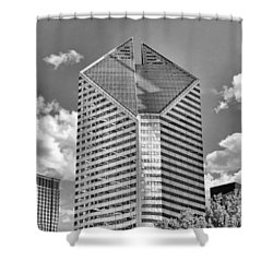 Shower Curtain featuring the photograph Chicago Smurfit-stone Building Black And White by Christopher Arndt
