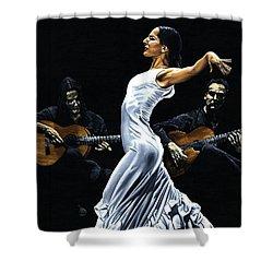 Concentracion Del Funcionamiento Del Flamenco Shower Curtain by Richard Young