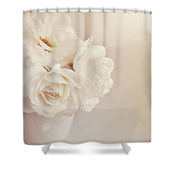 Shower Curtain featuring the photograph Cream Roses In Vase by Lyn Randle