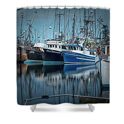 Shower Curtain featuring the photograph Full House by Randy Hall
