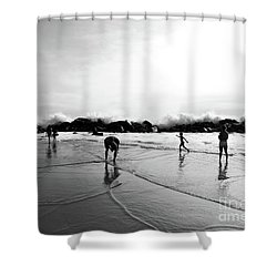 Intrinsic But Yet Extrinsic Shower Curtain