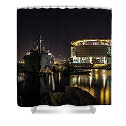 Shower Curtain featuring the photograph Jamaica Bay At Discovery World by Randy Scherkenbach