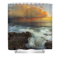 Shower Curtain featuring the photograph Kona Rush Hour by Ryan Manuel