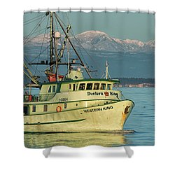 Shower Curtain featuring the photograph Making The Turn by Randy Hall