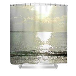 Me Retiro Shower Curtain