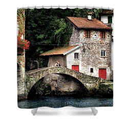 Nesso Shower Curtain
