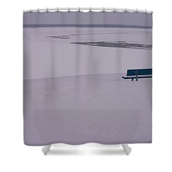 No Viene Nadie... Shower Curtain