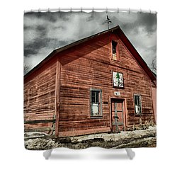 Shower Curtain featuring the photograph Old Barn In Roslyn Wa by Jeff Swan