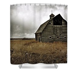 Old Barn Shower Curtain by Linda Bianic
