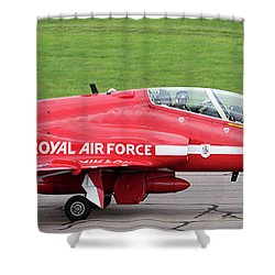 Raf Scampton 2017 - Red Arrows Xx322 Sitting On Runway Shower Curtain