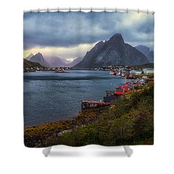 Reine Shower Curtain