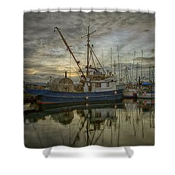 Shower Curtain featuring the photograph Royal Banker by Randy Hall