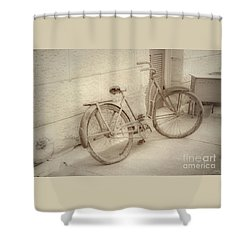 Rusty Bicycle Shower Curtain
