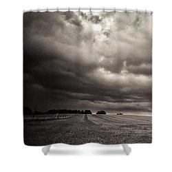 Sonnenwolkendunkel Shower Curtain