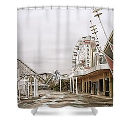 Shower Curtain featuring the photograph Walkway To The Arcade by Andy Crawford
