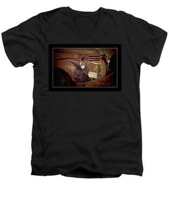 1946 Chevy Truck Men's V-Neck T-Shirt