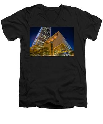 Buildings And Architecture Around Mint Museum In Charlotte North Men's V-Neck T-Shirt