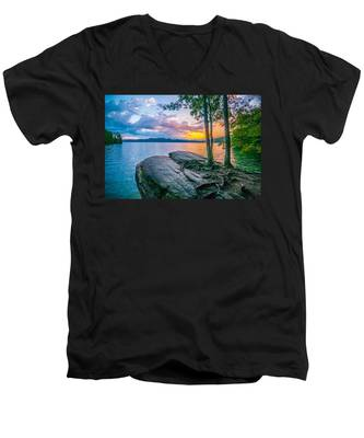 Scenery Around Lake Jocasse Gorge Men's V-Neck T-Shirt