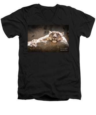 Snow Leopard Relaxing Men's V-Neck T-Shirt