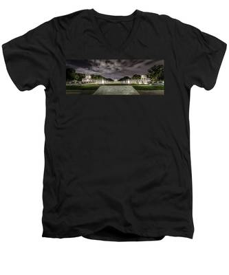World War II Memorial Men's V-Neck T-Shirt