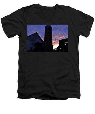 Barnyard Sunrise IIi Men's V-Neck T-Shirt
