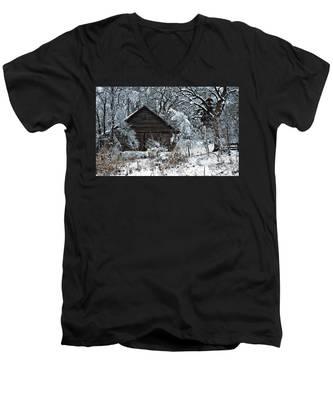 Snow Covered Barn Men's V-Neck T-Shirt