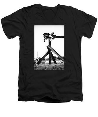 Crissy Field Iron Scuplure Men's V-Neck T-Shirt