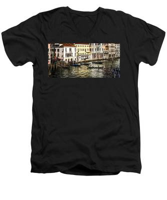 Crossing The Canal Men's V-Neck T-Shirt