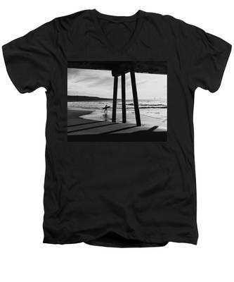 Hermosa Surfer Under Pier Men's V-Neck T-Shirt