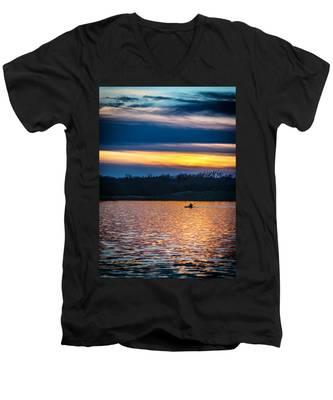Kayak Sunset Men's V-Neck T-Shirt