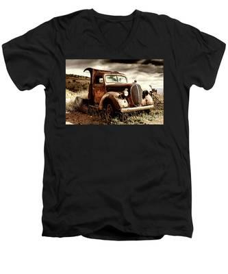 Old Ford Truck In Desert Men's V-Neck T-Shirt