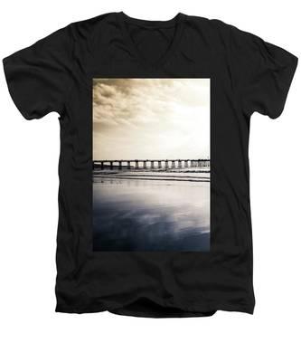 Pier On Duotone Men's V-Neck T-Shirt