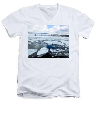 Rhinecliff Bridge Over The Icy Hudson River Men's V-Neck T-Shirt