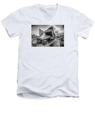 Roanoke Virginia City Skyline In The Mountain Valley Of Appalach Men's V-Neck T-Shirt