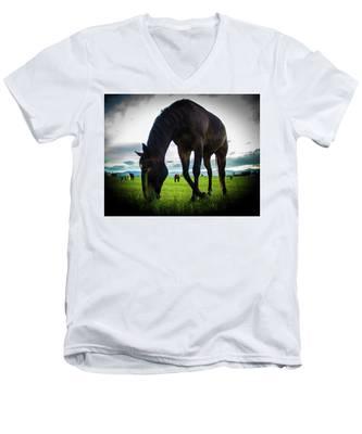 Horse Time Men's V-Neck T-Shirt