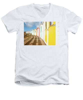 Colourful Bude Beach Huts Men's V-Neck T-Shirt