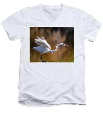 Floofy Egret Men's V-Neck T-Shirt