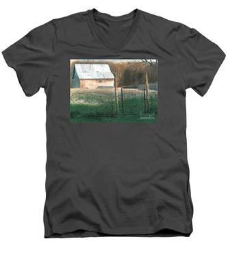 Milking Time Men's V-Neck T-Shirt