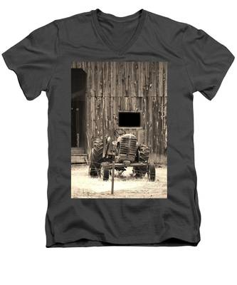 Tractor And The Barn Men's V-Neck T-Shirt