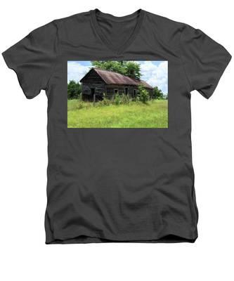Farmhouse Abandoned Men's V-Neck T-Shirt