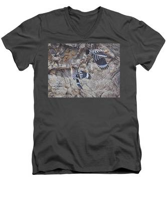 Hoopoes Feeding Men's V-Neck T-Shirt