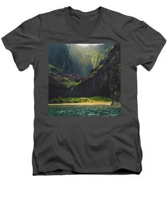 Secluded Kalalau Beach Men's V-Neck T-Shirt