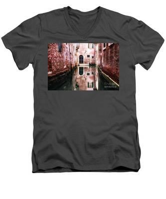 Secluded Venice Men's V-Neck T-Shirt