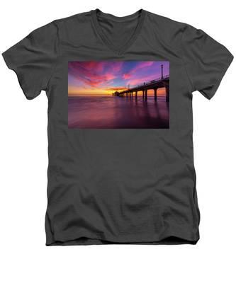 Stunning Sunset At Manhattan Beach Pier Men's V-Neck T-Shirt